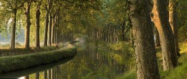 El canal du Midi por la mañana (panorama) Foto de archivo libre de regalías