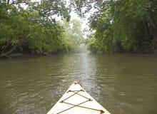 El Canoeing abajo del río de Hocking Imagen de archivo