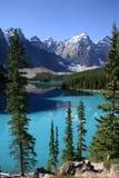 El Canoeing de la moraine del lago Imagen de archivo libre de regalías