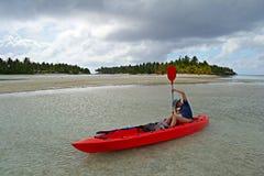 El Canoeing en Aitutaki Fotos de archivo libres de regalías