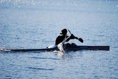 El Canoeing en el lago Fotografía de archivo libre de regalías