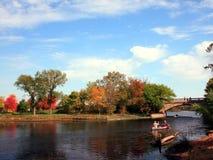 El Canoeing en el lago Imágenes de archivo libres de regalías