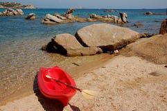 El Canoeing en la playa Foto de archivo