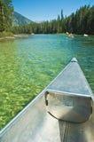 El Canoeing en los tetons magníficos Fotos de archivo libres de regalías