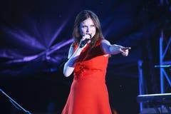 El cantante británico Sophie Michelle Ellis-Bextor se realiza durante Uno-Fest en Minsk, Bielorrusia fotografía de archivo libre de regalías
