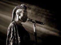 El cantante de Morcheeba que canta vivo Imágenes de archivo libres de regalías