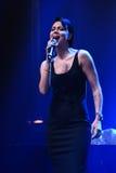 El cantante Nastasia Samburskaya se realiza en etapa durante el 50.o concierto del cumpleaños del año de Viktor Drobysh en Barcla Imágenes de archivo libres de regalías