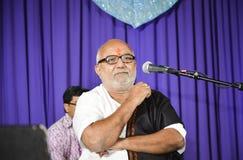 El cantante popular Atul Purohit del Gujarati dibuja a la muchedumbre grande en Chicago Imagenes de archivo