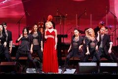 El cantante Valeria se realiza en etapa durante el 50.o concierto del cumpleaños del año de Viktor Drobysh en Barclay Center Foto de archivo