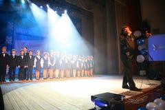 El cantante y el compositor Igor Kornelyuk - el funcionamiento en la etapa del palacio de la cultura y de la ciencia nombradas de Fotografía de archivo