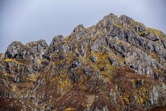 El canto de la cumbre de la cadena de montaña de Aonach Eagach en Glen Coe, Escocia fotografía de archivo libre de regalías