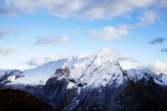 El canto de la montaña de Marmolada en otoño Imagen de archivo libre de regalías