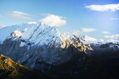 El canto de la montaña de Marmolada en otoño Fotografía de archivo