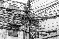 El caos de cables y de alambres Imágenes de archivo libres de regalías