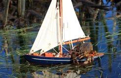 El capitán del pequeño yate - cangrejo Imagenes de archivo