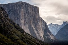 El Capitain od Yosemite NP tunelu widoku obrazy stock