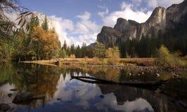 El Capitan新娘别尔下跌默塞德河优胜美地国家公园 免版税图库摄影