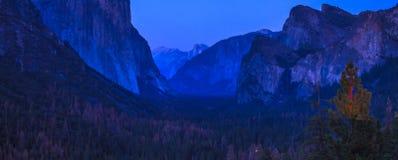 El Capitan蓝色小时 免版税图库摄影