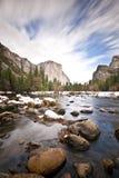 EL Capitan e sosta nazionale del Yosemite del fiume di Merced Immagine Stock Libera da Diritti