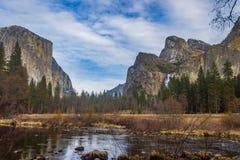 EL Capitan e três montanhas dos irmãos Fotografia de Stock Royalty Free
