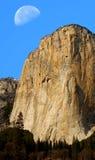 El Capitan och måne Royaltyfria Bilder