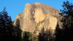 El Capitan på solnedgångHDTV-formatet arkivbilder
