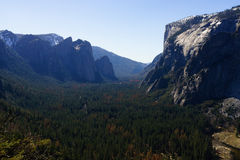 EL Capitan in parco nazionale di Yosemite in primavera Immagine Stock Libera da Diritti