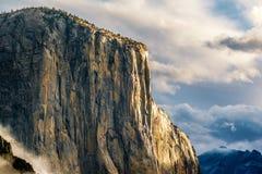 El Capitan vaggar i den Yosemite nationalparken Royaltyfria Foton