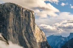 El Capitan vaggar i den Yosemite nationalparken Royaltyfri Fotografi