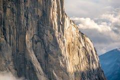El Capitan vaggar i den Yosemite nationalparken Royaltyfria Bilder
