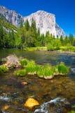 El Capitan vaggar och den Merced floden i den Yosemite nationalparken, Kalifornien Arkivfoto