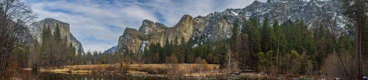 EL Capitan y panorama de tres montañas de los hermanos Imágenes de archivo libres de regalías