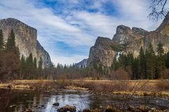 EL Capitan y tres montañas de los hermanos Fotografía de archivo libre de regalías