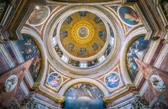 El Cappella hermoso Chigi diseñado por Raffaello, en la basílica de Santa Maria del Popolo en Roma, Italia foto de archivo libre de regalías