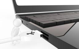 el carácter blanco 3d es alrededor enchufar un cable del usb a un puerto de usb del dispositivo Foto de archivo libre de regalías
