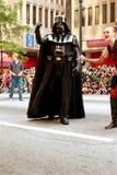 El carácter de Darth Vader camina en Atlanta Dragon Con Parade Foto de archivo libre de regalías