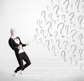 el carácter humano 3d es traje del cuerpo que mira la pregunta dibujada a mano m Imagen de archivo