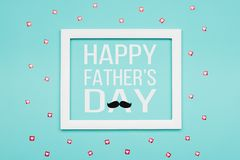 El caramelo en colores pastel del padre del día feliz del ` s colorea el fondo Tarjeta de felicitación plana del día de padre del