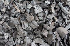 El carbón de leña se utiliza como cocinar del combustible. Fotos de archivo libres de regalías