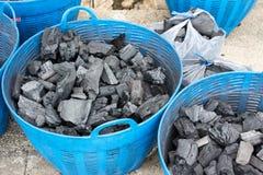 El carbón de leña se utiliza como cocinar del combustible. Fotos de archivo