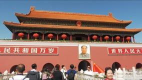 El cardán tiró caminar hacia la ciudad Prohibida, Plaza de Tiananmen almacen de video