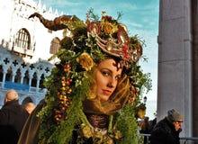 El carnaval de Venecia, retrato de una máscara, durante el carnaval veneciano en la ciudad entera allí es máscaras maravillosas imagen de archivo