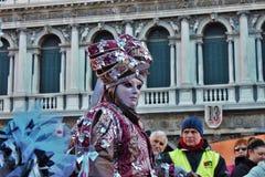 El carnaval de Venecia, retrato de una máscara, durante el carnaval veneciano en la ciudad entera allí es máscaras maravillosas imagen de archivo libre de regalías
