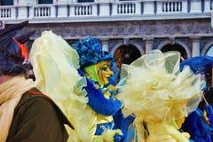 El carnaval de Venecia, retrato de una máscara, durante el carnaval veneciano en la ciudad entera allí es máscaras maravillosas imagenes de archivo