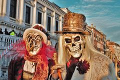 El carnaval de Venecia, retrato de una máscara, durante el carnaval veneciano en la ciudad entera allí es máscaras maravillosas imágenes de archivo libres de regalías