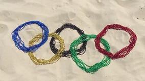 El carnaval gotea los anillos olímpicos en la arena Río almacen de metraje de vídeo