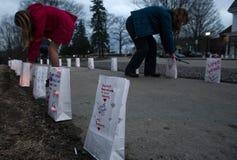 Lumbreras que son encendidas para celebrar vida del profesor asesinado Melis Foto de archivo