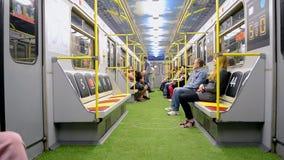 El carro del metro diseñó con estilo del estadio durante el final 2018 de la liga de campeones de UEFA en Kiev, Ucrania, almacen de metraje de vídeo