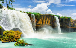 El carro Nur Waterfall, provincia de Dak Lak Daklak de Vietnam Imagen de archivo