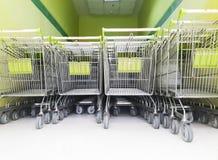 El carro rueda adentro la tienda, rueda del carro de la compra imágenes de archivo libres de regalías
